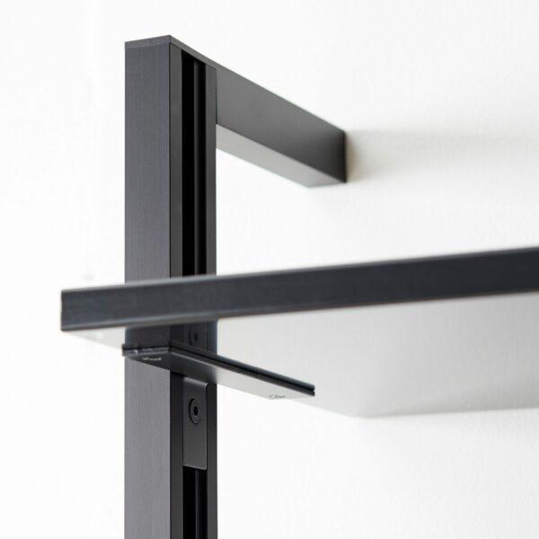 """Raum.Freunde """"Henri"""" Regalkombination in Metall schwarz pulverbeschichtet Detailansicht"""