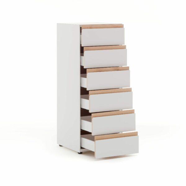 """Raumfreunde """"Göte"""" Hochkommode in weiß matt lackiert mit sechs Schubladen in seitlich frontaler Ansicht mit offenen Schubladen."""