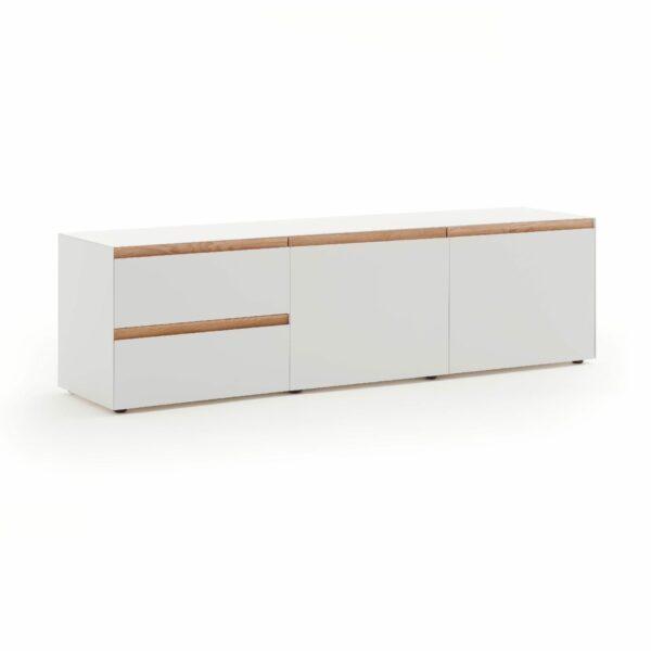 """Raumfreunde """"Göte"""" Lowboard in weiß matt lackiert mit zwei Schubladen und zwei Türen in seitlich frontaler Ansicht."""