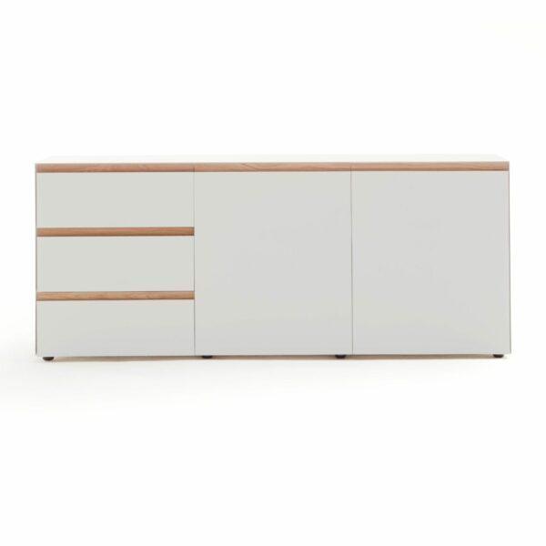 """Raumfreunde """"Göte"""" Sideboard in weiß matt lackiert mit drei Schubladen und zwei Türen in frontaler Ansicht."""