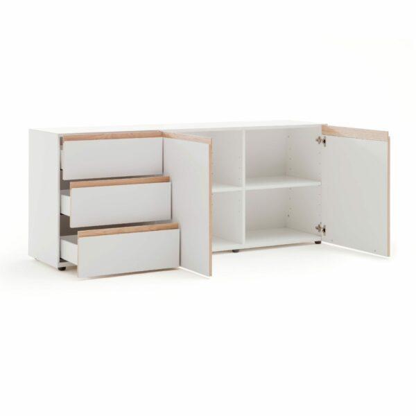 """Raumfreunde """"Göte"""" Sideboard in weiß matt lackiert mit drei offenen Schubladen und zwei offenen Türen in seitlich frontaler Ansicht."""