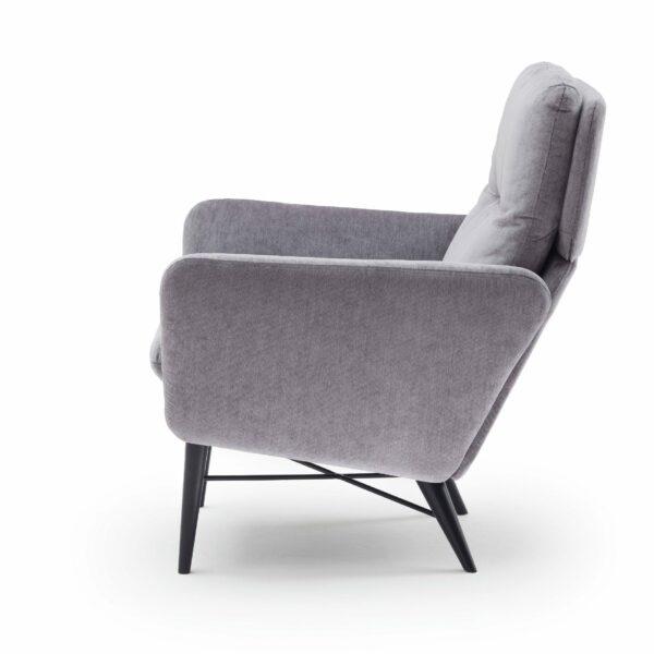 """Raumfreunde """"Torge"""" Sessel mit Textilbezug in Grau von der Seite."""