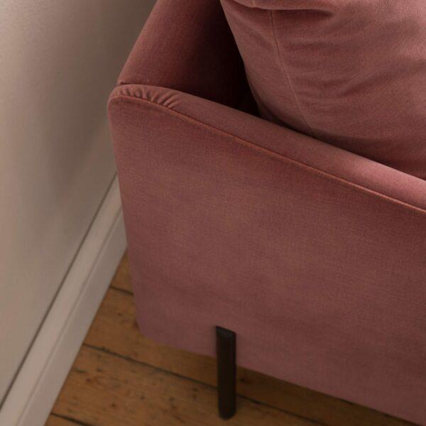 Raum.Freunde Madelen Sofa 2,5-sitzig – Detail Ecke