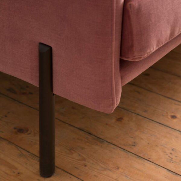 Raum.Freunde Madelen Sofa 2,5-sitzig – Detail Fuß