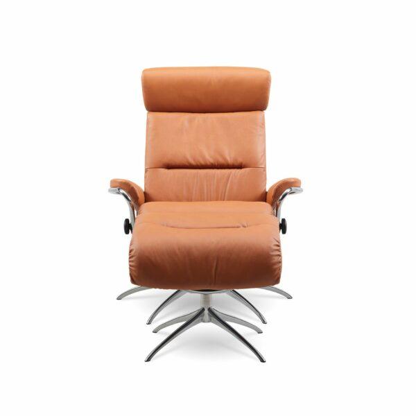 """Stressless """"Tokyo"""" Sessel mit Hocker und Lederbezug Paloma in der Farbe New Cognac in frontaler Ansicht."""