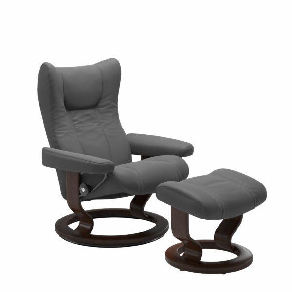 Stressless Wing Sessel Classic mit Hocker – Leder Batick Grey und Untergestell Farbe Braun