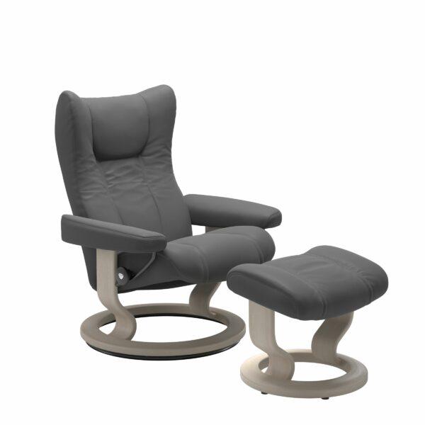 Stressless Wing Sessel Classic mit Hocker – Leder Batick Grey und Untergestell Farbe Whitewash