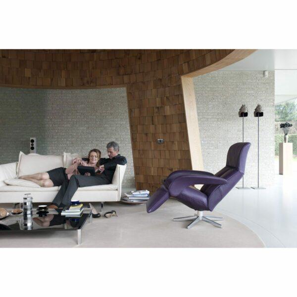 Jori Symphony Relaxsessel in Größe Medi mit Bezug in Leder Celia Nero in Braun im Mileiu.