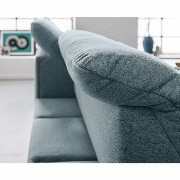 set one by Musterring Ecksofa SO 1200 in Pigeon Blue – Detail Rückenverstellung