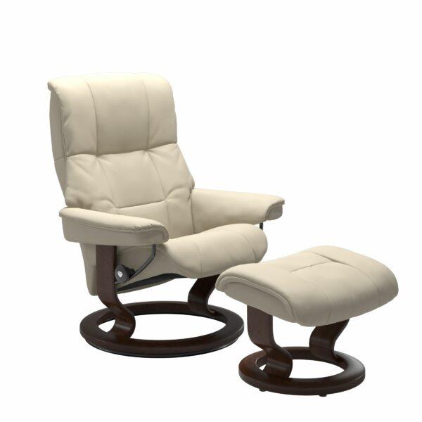 Stressless Mayfair Sessel mit Hocker – Bezug aus Leder Batick Cream mit Classic Untergestell in der Holzfarbe Braun