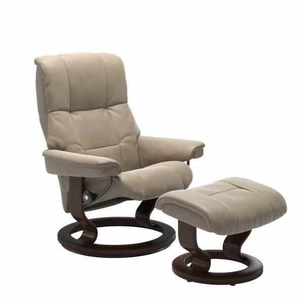 Stressless Mayfair Sessel mit Hocker – Bezug aus Leder Cori Fog mit Classic Untergestell in der Holzfarbe Braun