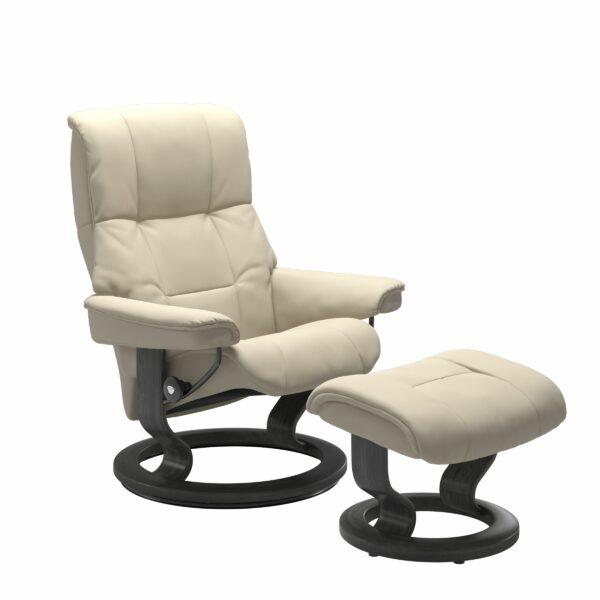 Stressless Mayfair Sessel mit Hocker – Bezug aus Leder Batick Cream mit Classic Untergestell in der Holzfarbe Grau