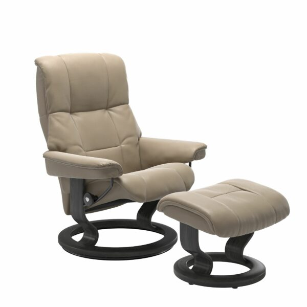 Stressless Mayfair Sessel mit Hocker – Bezug aus Leder Cori Fog mit Classic Untergestell in der Holzfarbe Grau