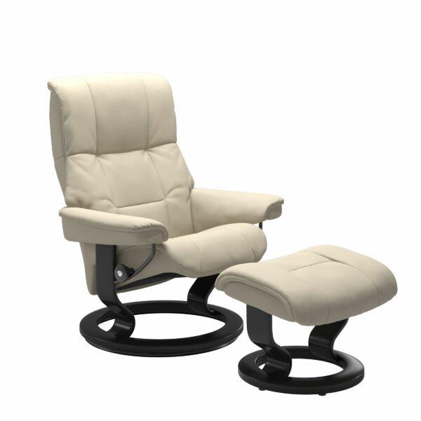 Stressless Mayfair Sessel mit Hocker – Bezug aus Leder Batick Cream mit Classic Untergestell in der Holzfarbe Schwarz