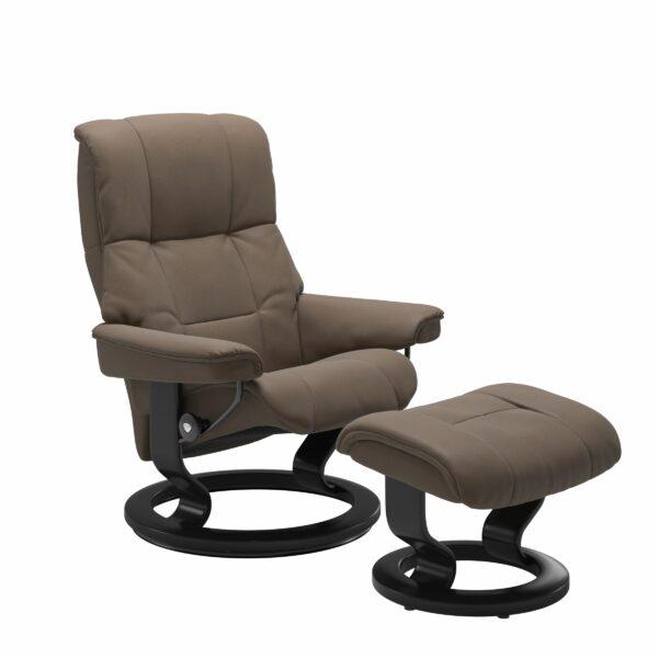 Stressless Mayfair Sessel mit Hocker – Bezug aus Leder Batick Mole mit Classic Untergestell in der Holzfarbe Schwarz