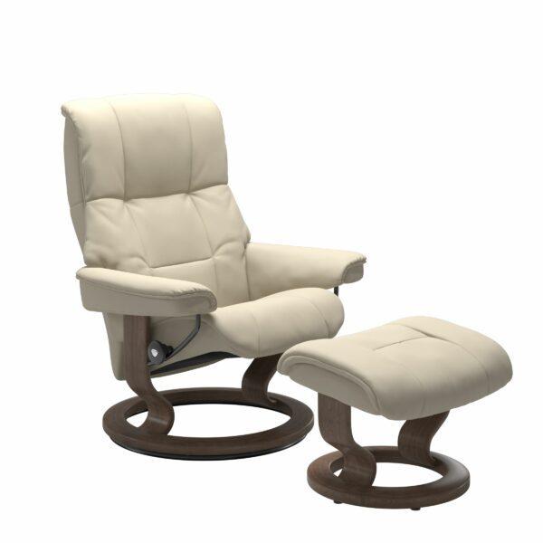 Stressless Mayfair Sessel mit Hocker – Bezug aus Leder Batick Cream mit Classic Untergestell in der Holzfarbe Walnuss