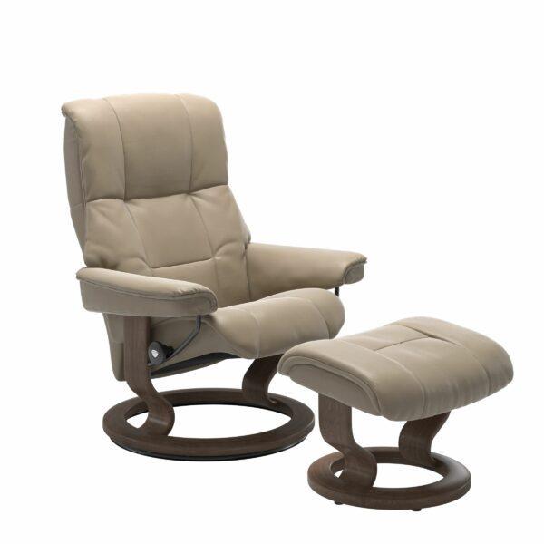 Stressless Mayfair Sessel mit Hocker – Bezug aus Leder Cori Fog mit Classic Untergestell in der Holzfarbe Walnuss