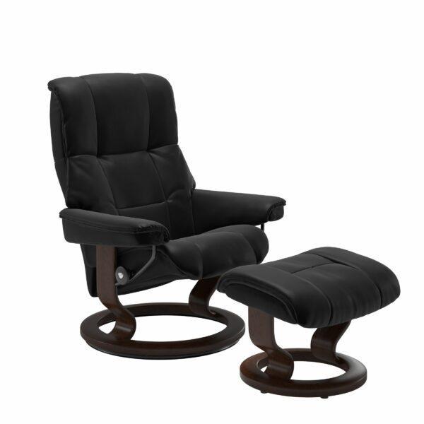 Stressless Mayfair Sessel mit Hocker – Bezug aus Leder Batick Black mit Classic Untergestell in der Holzfarbe Braun