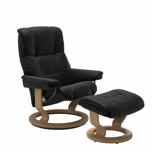 Stressless Mayfair Sessel mit Hocker – Bezug aus Leder Batick Black mit Classic Untergestell in der Holzfarbe Eiche