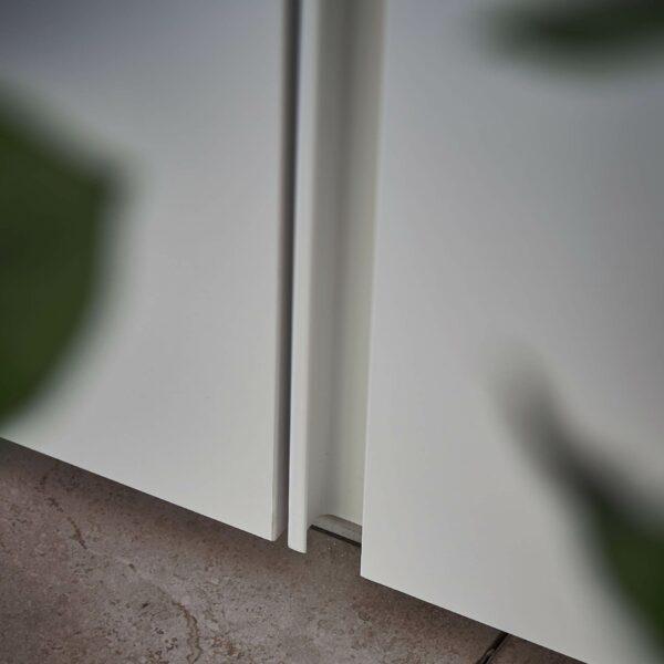 Contur Loretto Drehtürenschrank – Detail Griffleiste