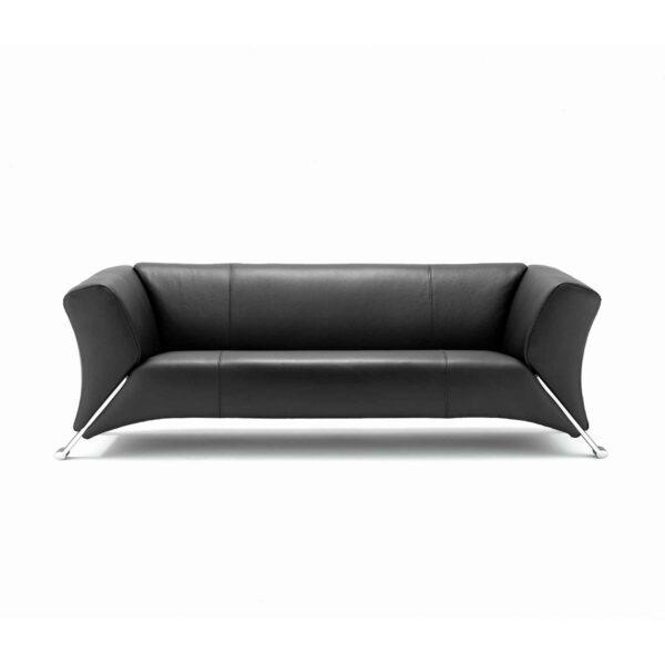 Rolf Benz 322 Sofa mit schwarzem Lederbezug in frontaler Ansicht.