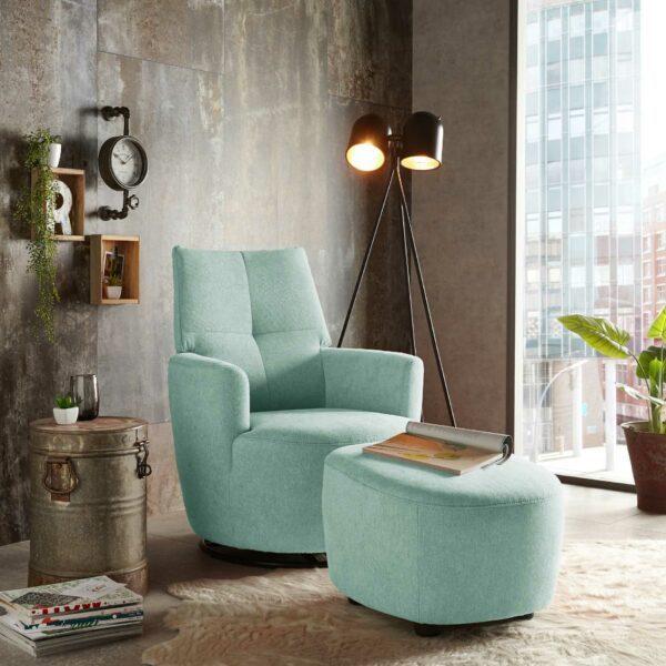 set one by Musterring Sessel SO 1450 mit Hocker in pastel turquoise Wohnbeispiel