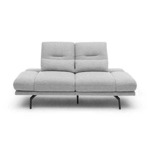 Trendstore Pamelia 2-Sitzer Sofa mit Bezug Portofino in Silber in frontaler Ansicht.