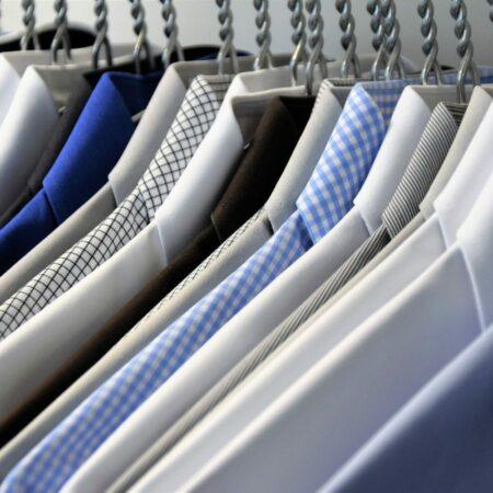 Ordentlich aufgehängte Hemden