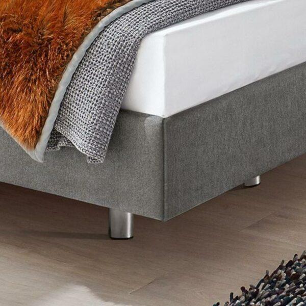 Musterring Evolution Select Boxspringbett in grau mit Chrom Füßen als Detailansicht.