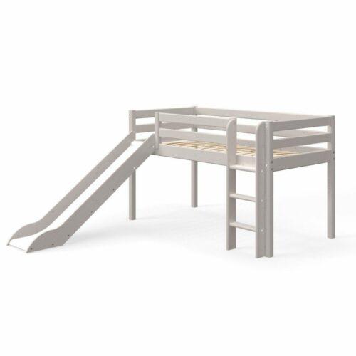 Trendstore Flexa Classic halbhohes Bett mit Rutsche, Leiter und Absturzsicherung aus Kiefer mit Lasur in hellem Grau.