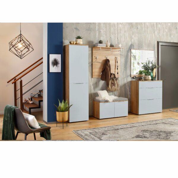 Trendstore Manu Garderobe in Riviera Eiche Dekor und Glasfront in Seidengrau als modernes Wohnbeispiel.