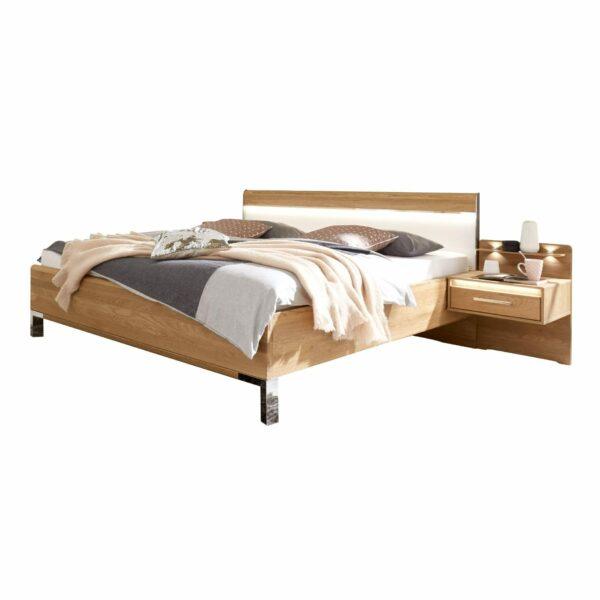 Trendstore LS 961017 Doppelbett aus Eiche mit LED Beleuchtung und Nachttischen als Freisteller.