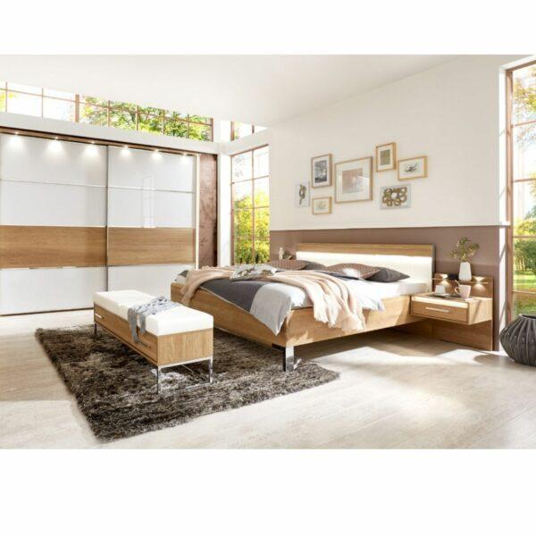 Trendstore LS 961017 Doppelbett aus Eiche mit LED Beleuchtung und Nachttischen als Wohnbeispiel.