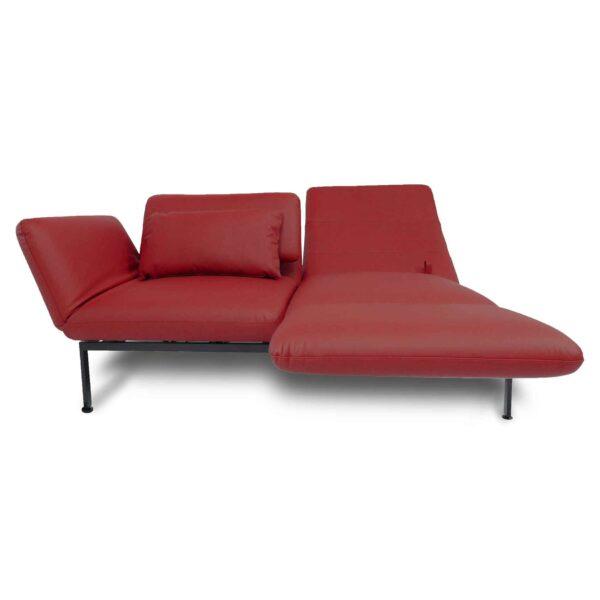 Brühl roro Sofa mit Anilienlederbezug in Jumbo Rot zeigt Dreh- und Relaxfunktion frontal.