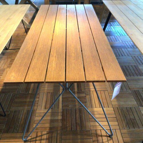 Houe Sketch Tisch