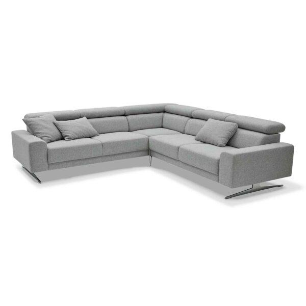 Musterring 4510 Sofa mit Bezug in Light Grey in frontaler Ansicht.
