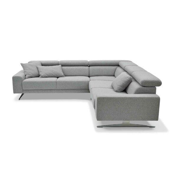 Musterring 4510 Sofa mit Bezug in Light Grey von der Seite.