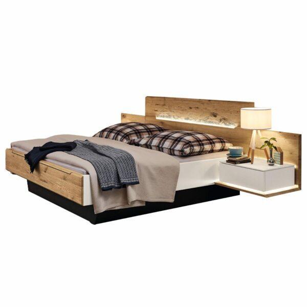 Musterring Jovanna Doppelbett mit zwei Konsolen.