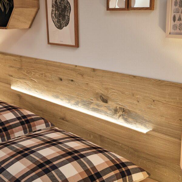 Musterring Jovanna Doppelbett Detailansicht Kopfteil mit LED-Beleuchtung.