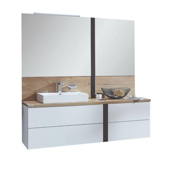 puris Modern life Badprogramm mit Spiegel, Waschtisch, Unterschrank, Ablageplatte und Wandverkleidung als Freisteller.