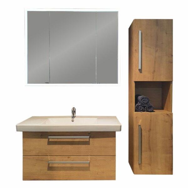 puris Kera Trends Badprogramm mit Waschtisch, Unterschrank, Spiegelschrank und Mittelschrank in Eiche Dekor als Freisteller.