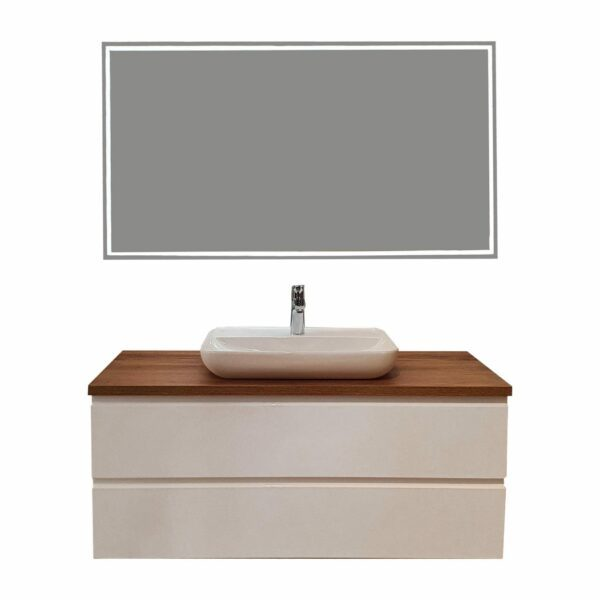 Puris Varido Badprogramm in Polarweiß und Eiche mit Waschtisch Melbourne und Flächenspiegel mit LED-Beleuchtung als Freisteller.