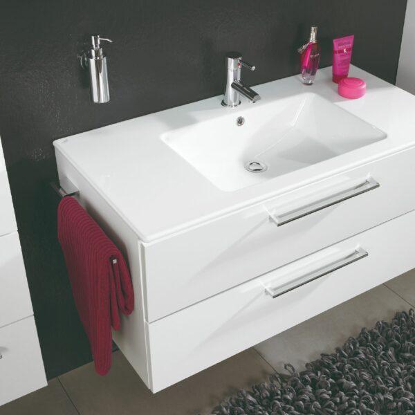 puris Fresh Badprogramm mit Handtuchhalter in Detailansicht.
