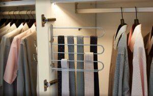 RMW Smart Living: Krawattenhalter im Kleiderschrank