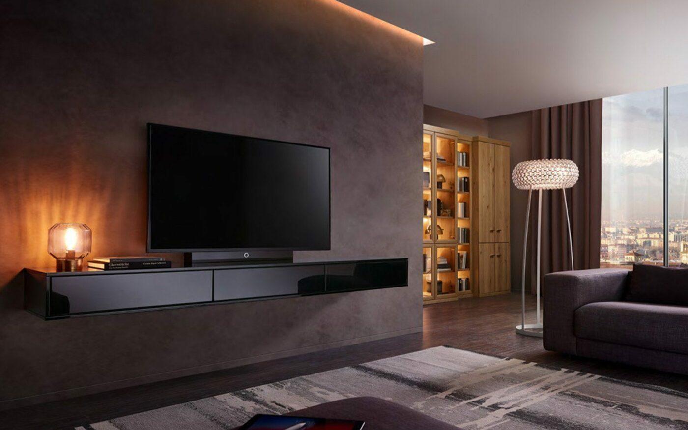 RMW Wohnbeispiel: Wohnzimmer mit minimalistischer Hängekommode