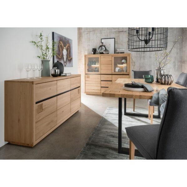 Trendstore Gordian Möbelserie aus massiver Kernbuche als Wohnbeispiel im Esszimmer.
