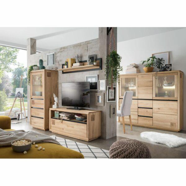 Trendstore Gordian Möbelserie für Wohn- und Esszimmer aus massiver Kernbuche als Wohnbeispiel.