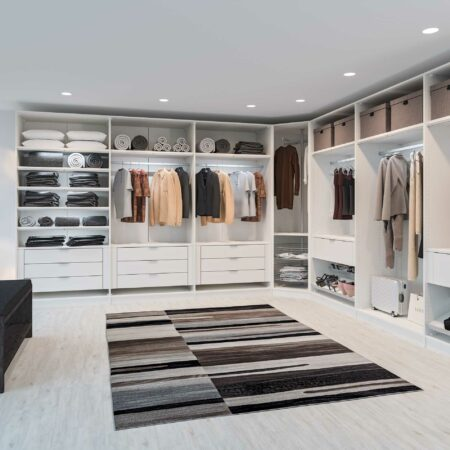 Individuelle Kleiderschranksysteme für jede Raumgröße
