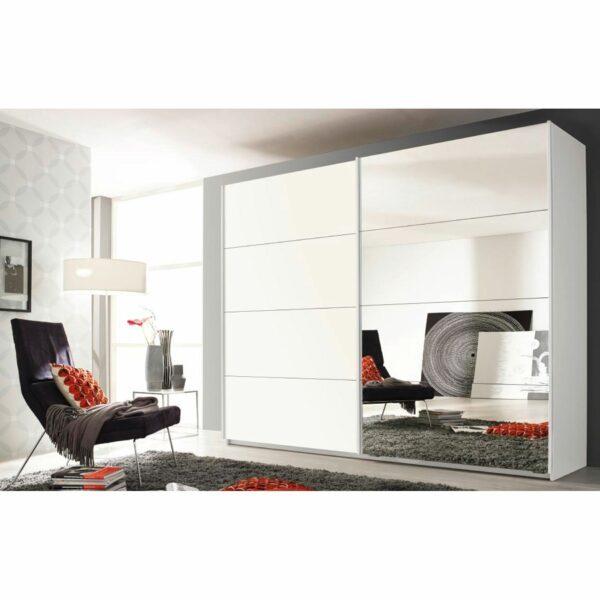 Trendstore Rovero Schwebetürenschrank in Weiß mit Spiegeltür als Wohnbeispiel.