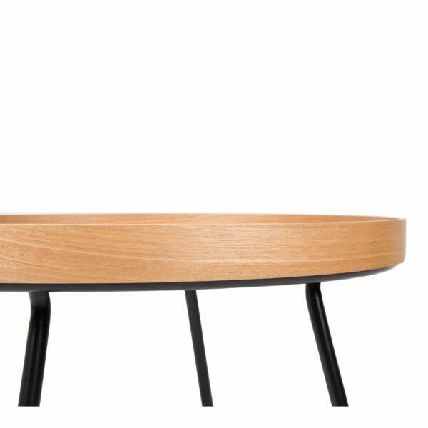 Raumfreunde Oak Tray Couchtisch in Holzfarben Eiche funiert Detail Tischrand und Füße.